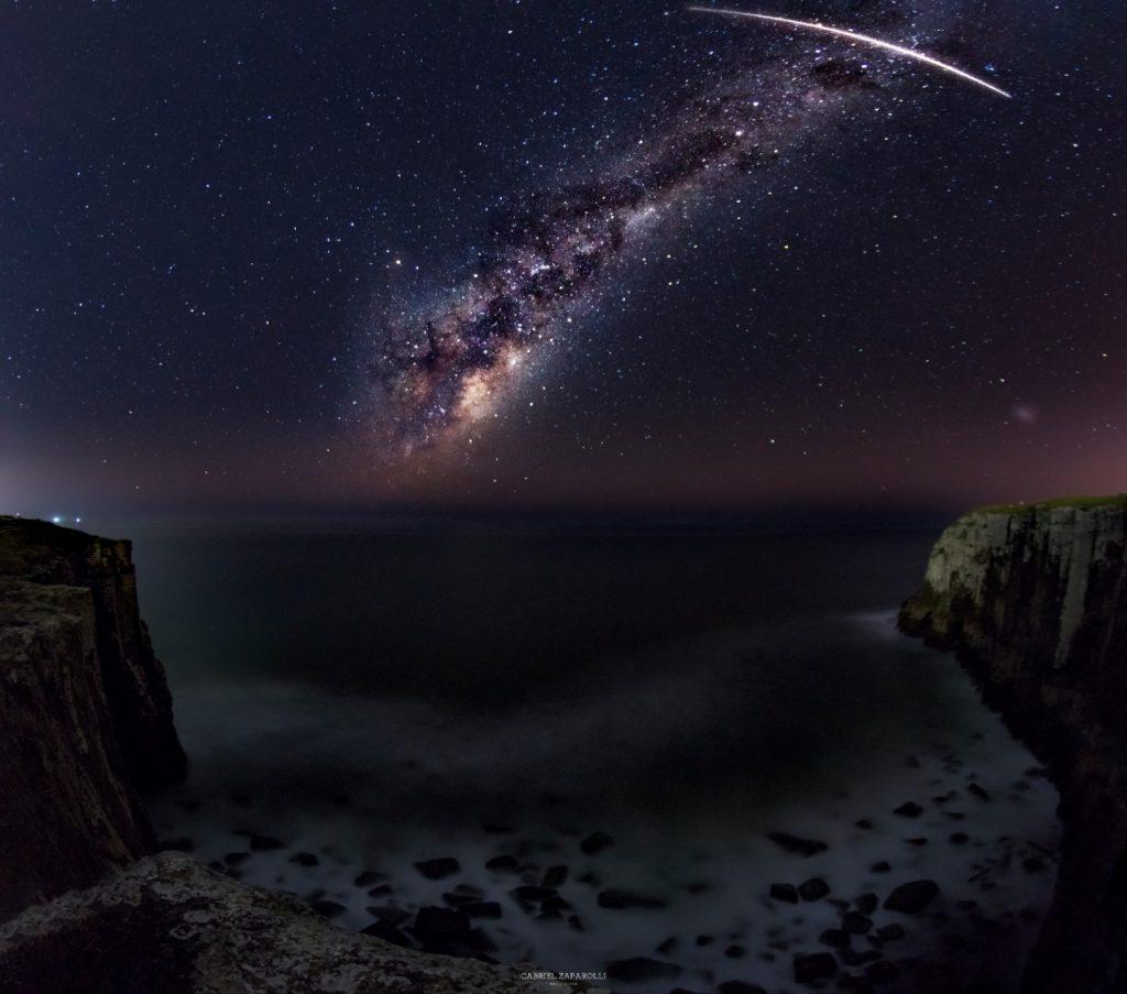 Foto do Meteoro sobre o Paredão de Furnas em Torres, RS - Créditos: Gabriel Zaparolli